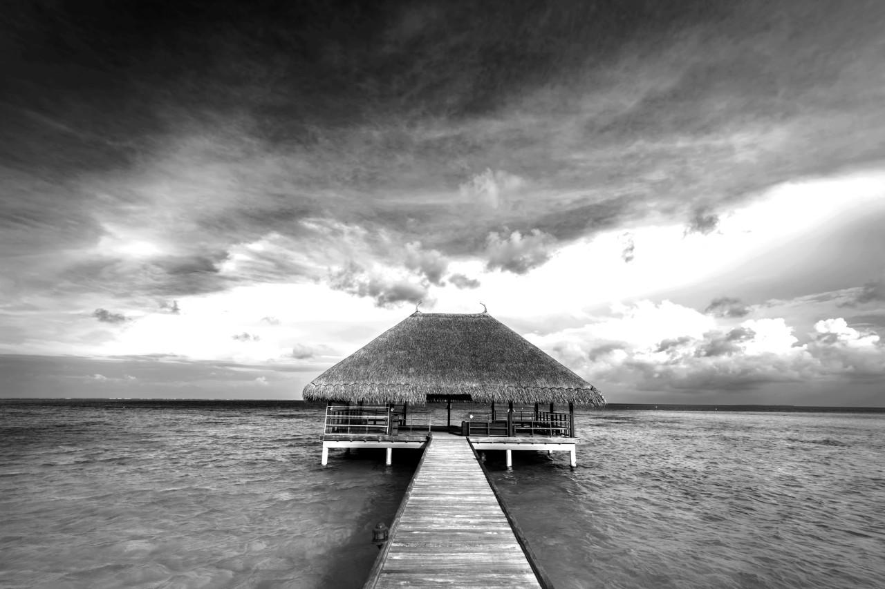 Haus auf dem Wasser Schwarz & Weiß