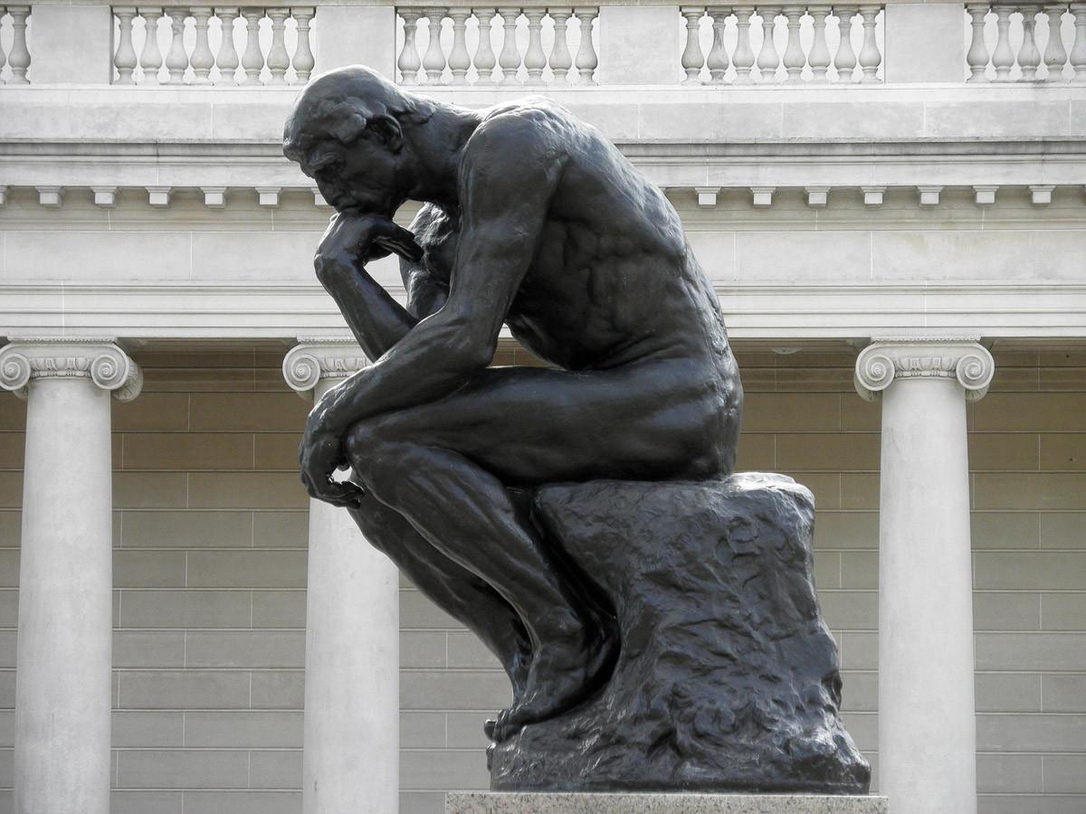 Nachdenkliche Statue