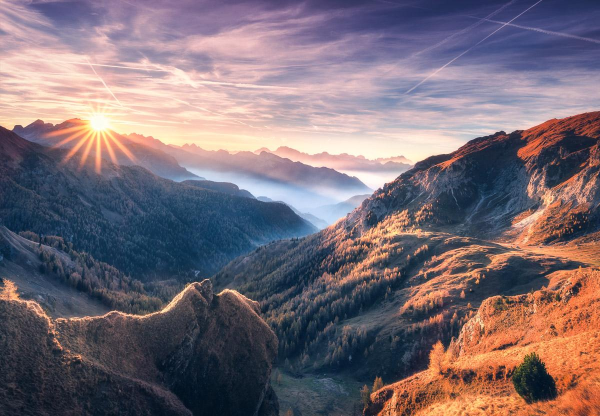 Nebeliger Bergblick