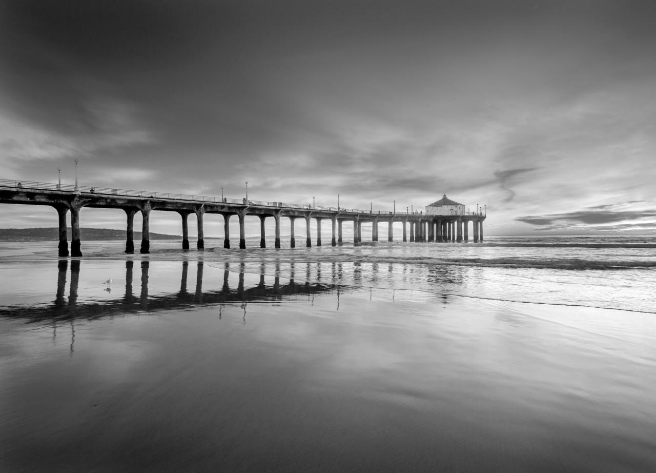 Steg im Wasser Schwarz & Weiß