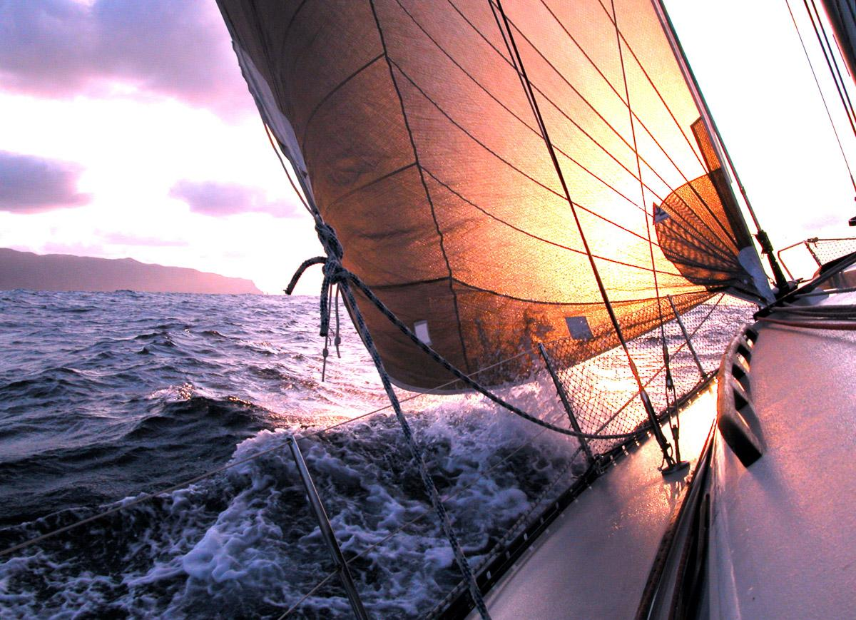 Segeln zum Sonnenuntergang
