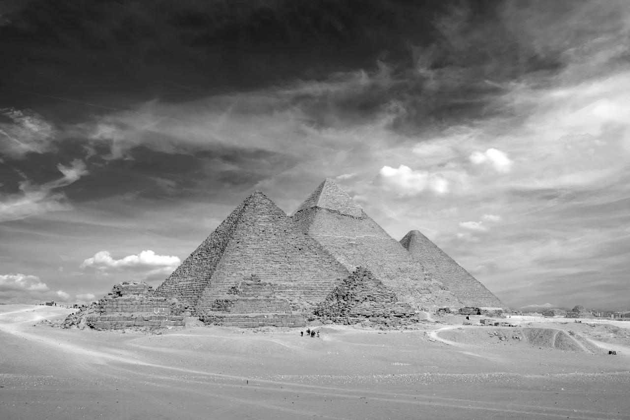 Pyramiden Schwarz & Weiß