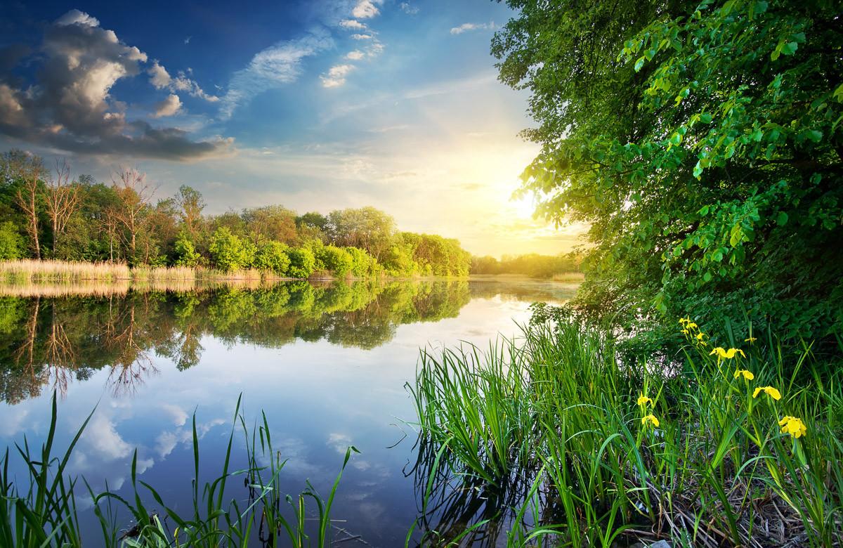 Fluss bei Sonnenuntergang