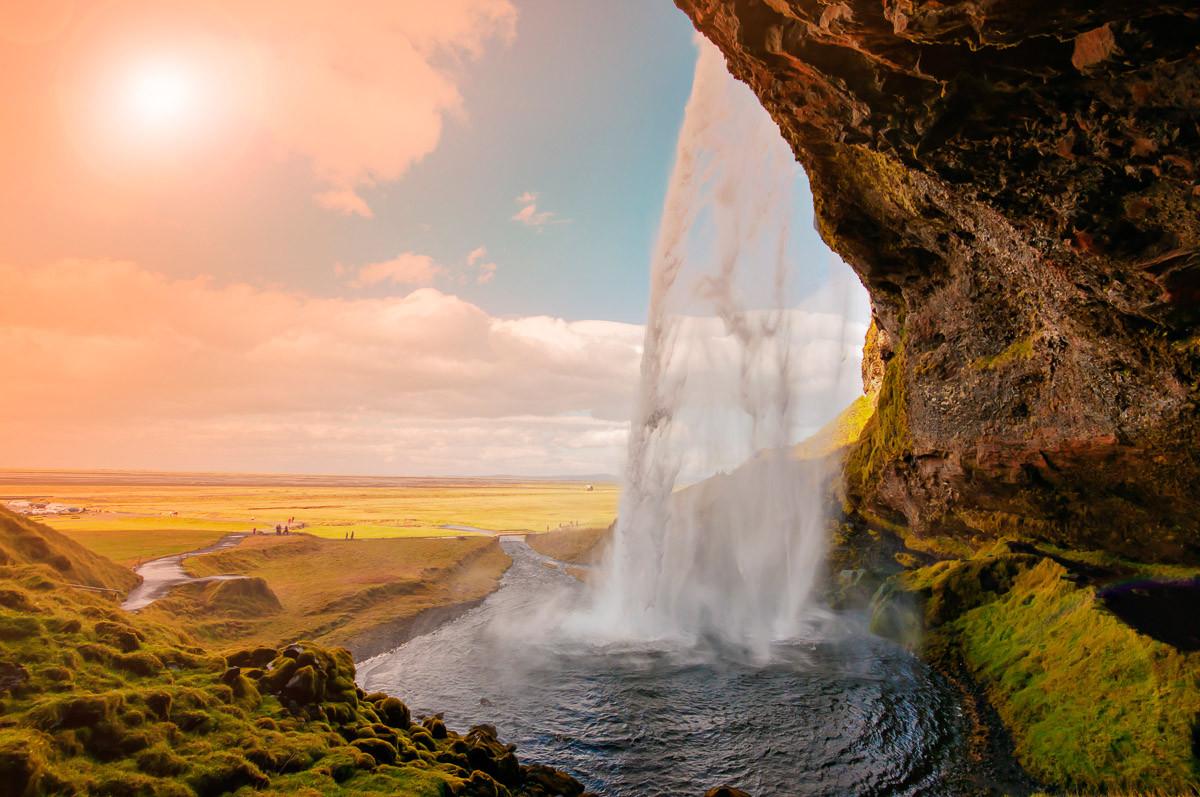 Erstaunlicher Wasserfall Island