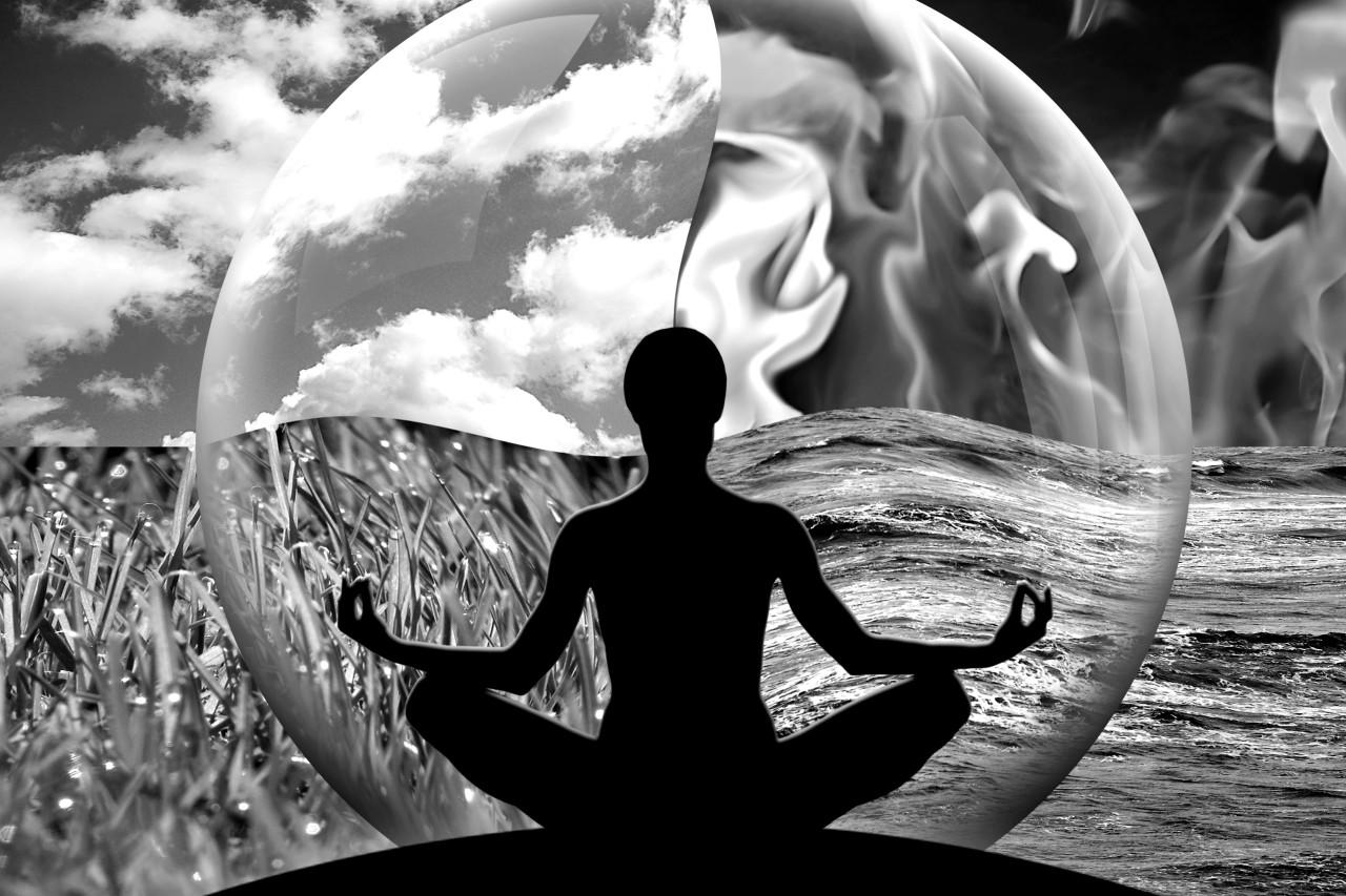 Meditierende Frau Schwarz & Weiß