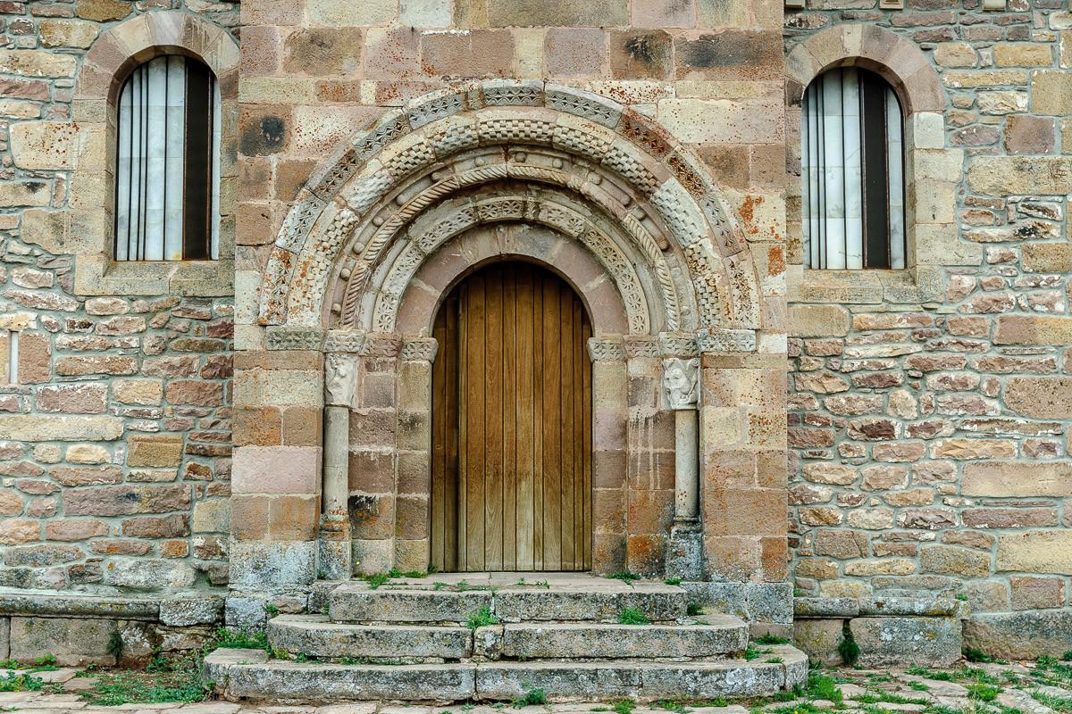 Romanische Tür