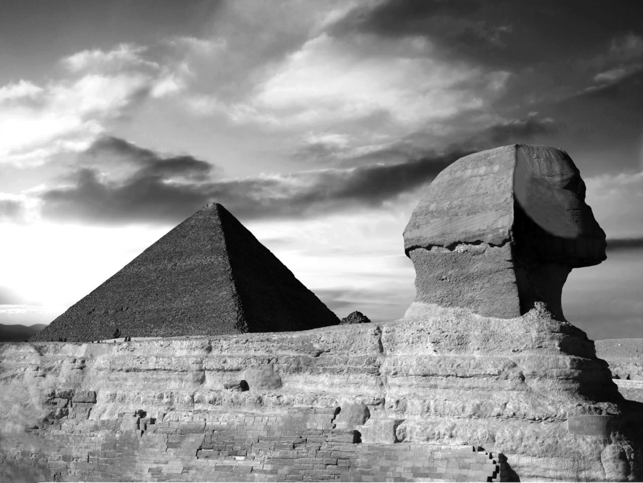 Pyramide Schwarz & Weiß