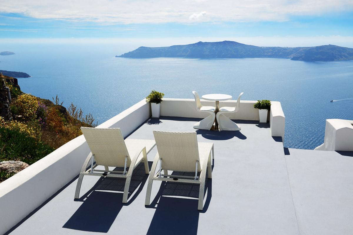 Terrasse mit Meerblick auf Santorin