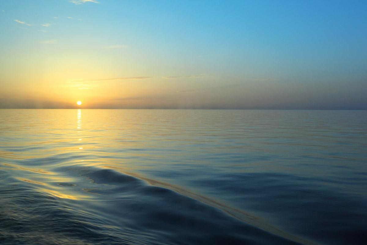 Sonnenaufgang vom Bootsdeck