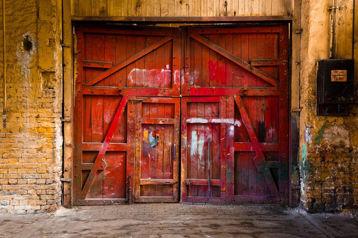 Vintage rotes Holztor