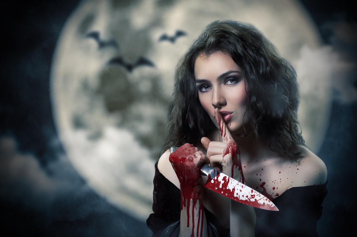 Frau mit blutigem Wasser
