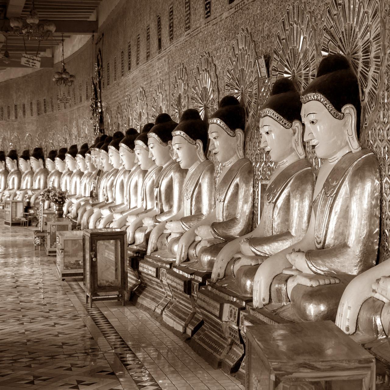 Chinesische Figuren Sepia