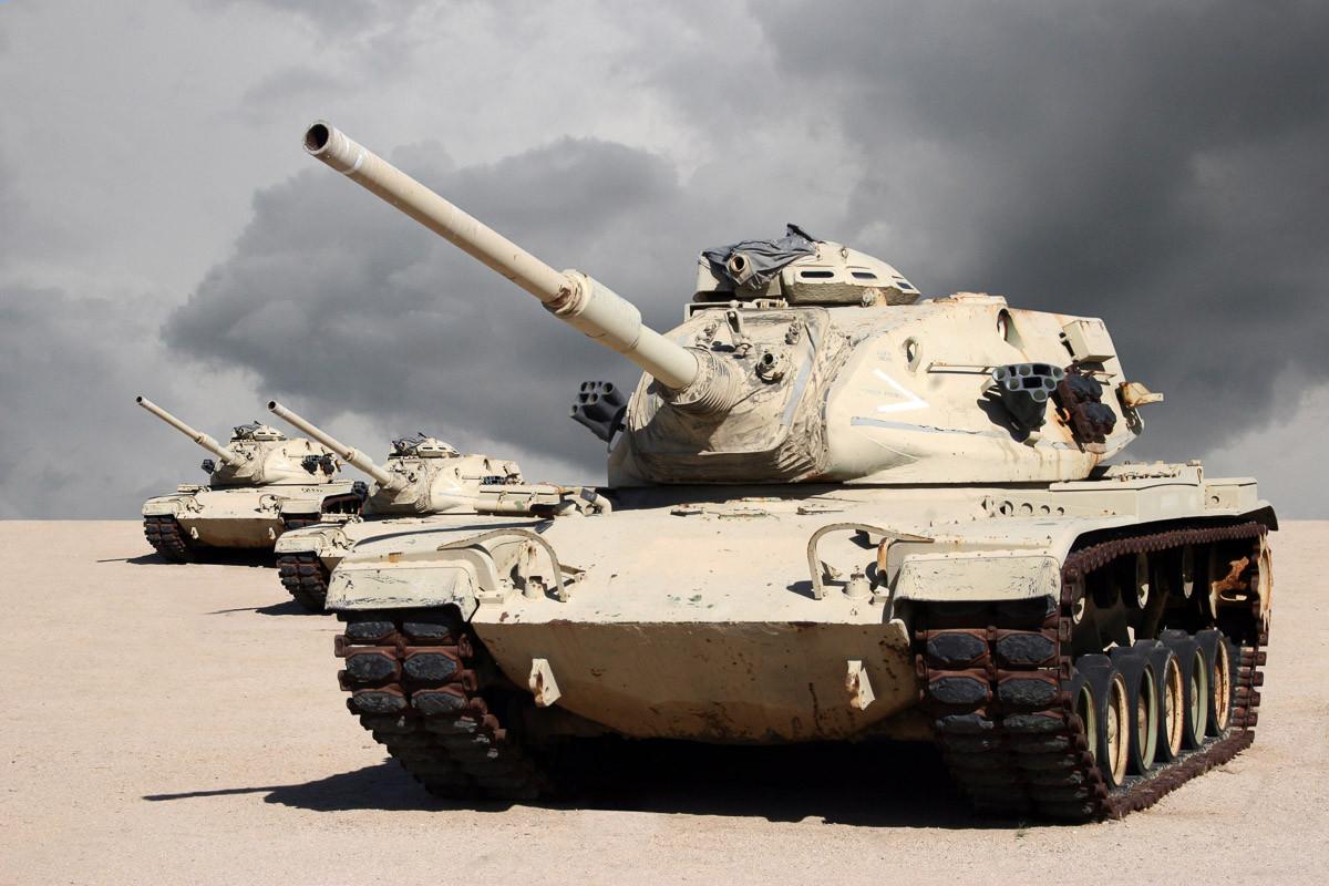 Kriegspanzer in der Wüste