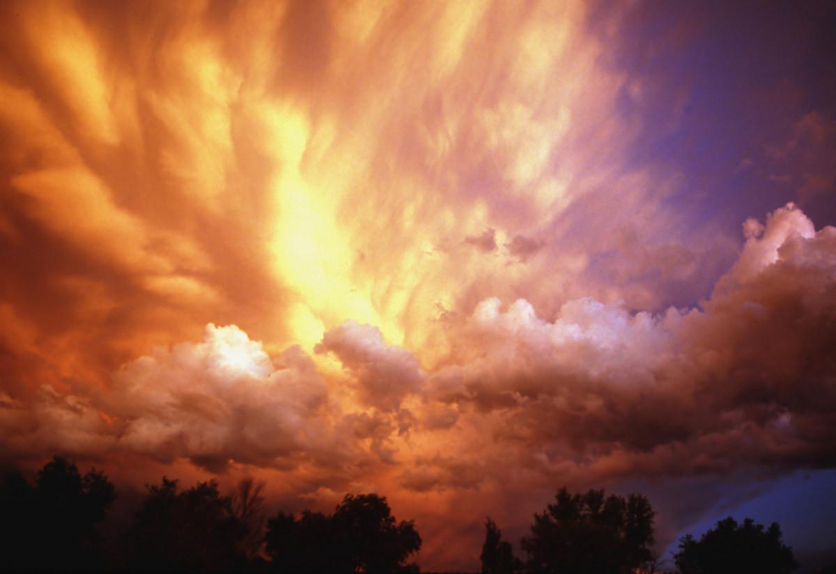 Gewitterwolken bei Sonnenuntergang