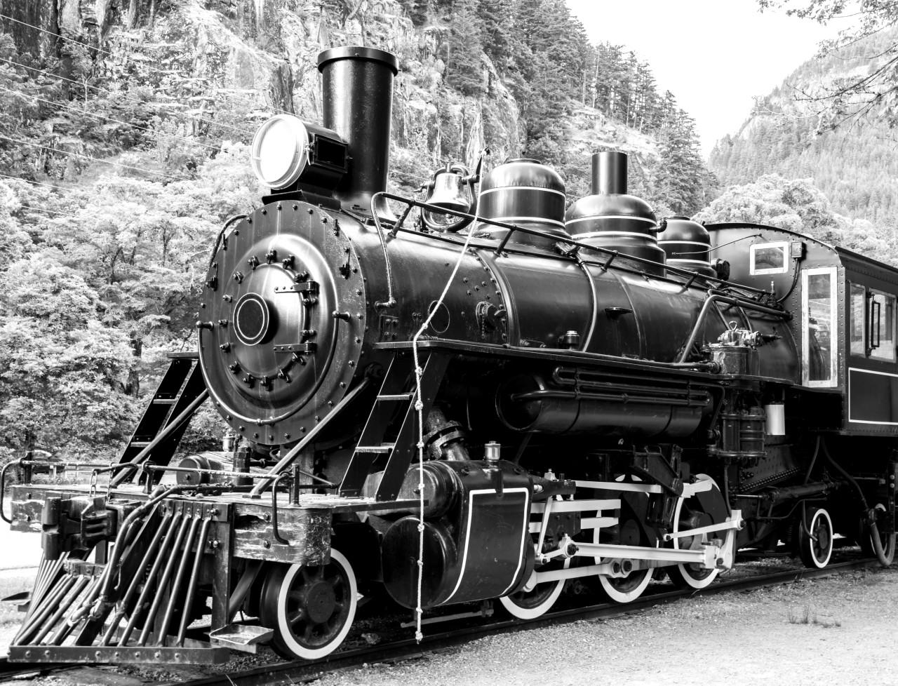 Dampflokomotive Schwarz & Weiß