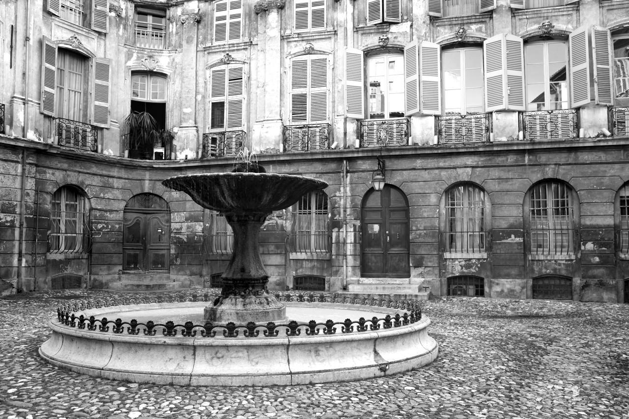 Brunnen Schwarz & Weiß