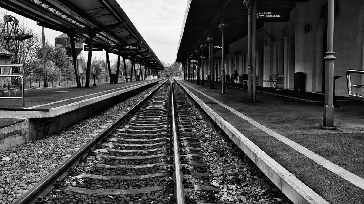 Bahnsteig Schwarz & Weiß