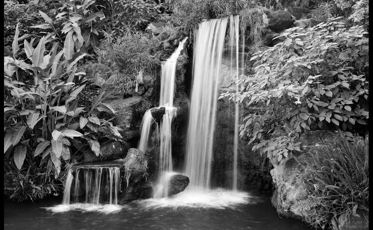 Schwarzweiss-Wasserfall