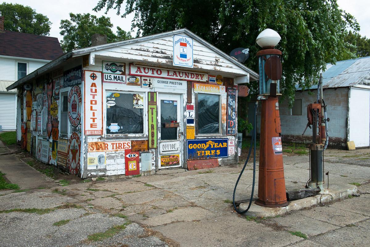 Alte Vintage Retro Tankstelle