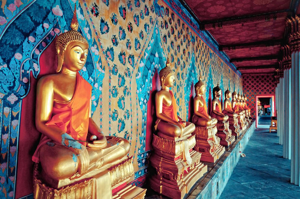 Goldene Statuen Buddhas